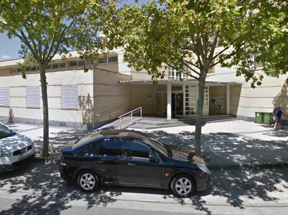 La médico del centro de salud Univérsitas acudió el viernes a asistir al paciente que ahora trata de localizar la Policía Nacional.