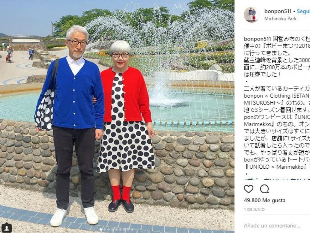 La pareja suele posar siempre con estilismos muy similares.