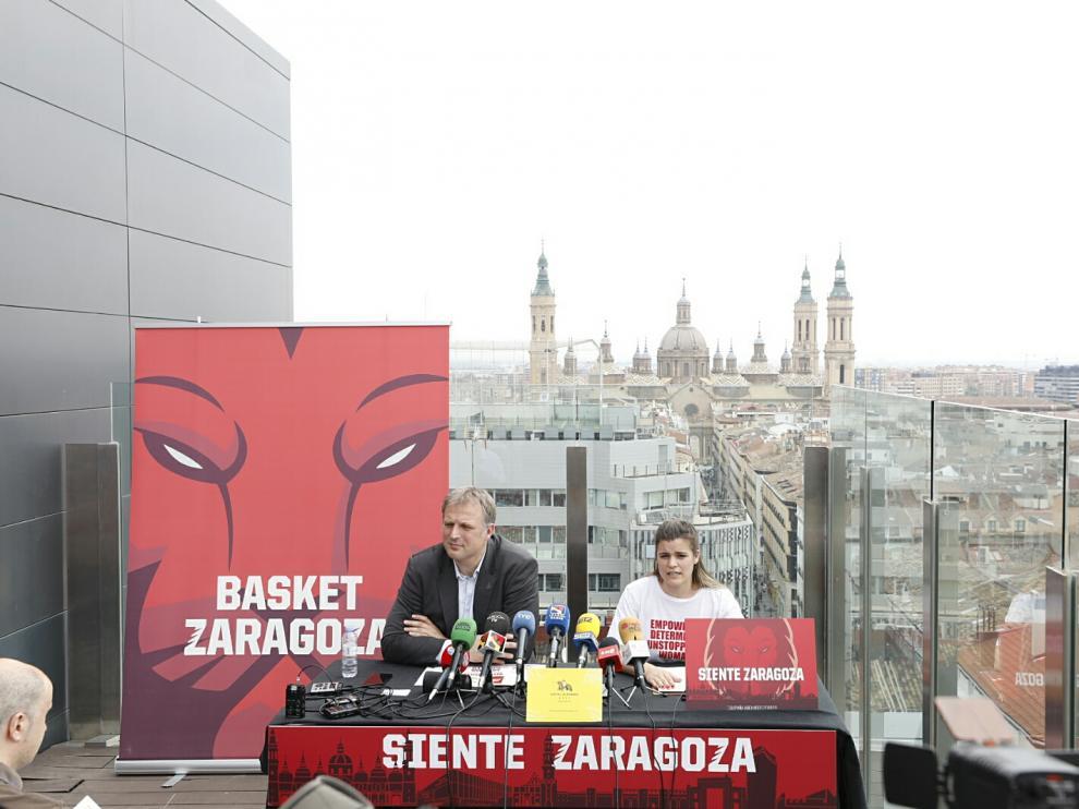 El gerente de Basket Zaragoza, Predrag Savovic, y la responsable de márketing del club, Alodia Villar, en el hotel Alfonso, escenario este martes de la presentación de la campaña de abonados