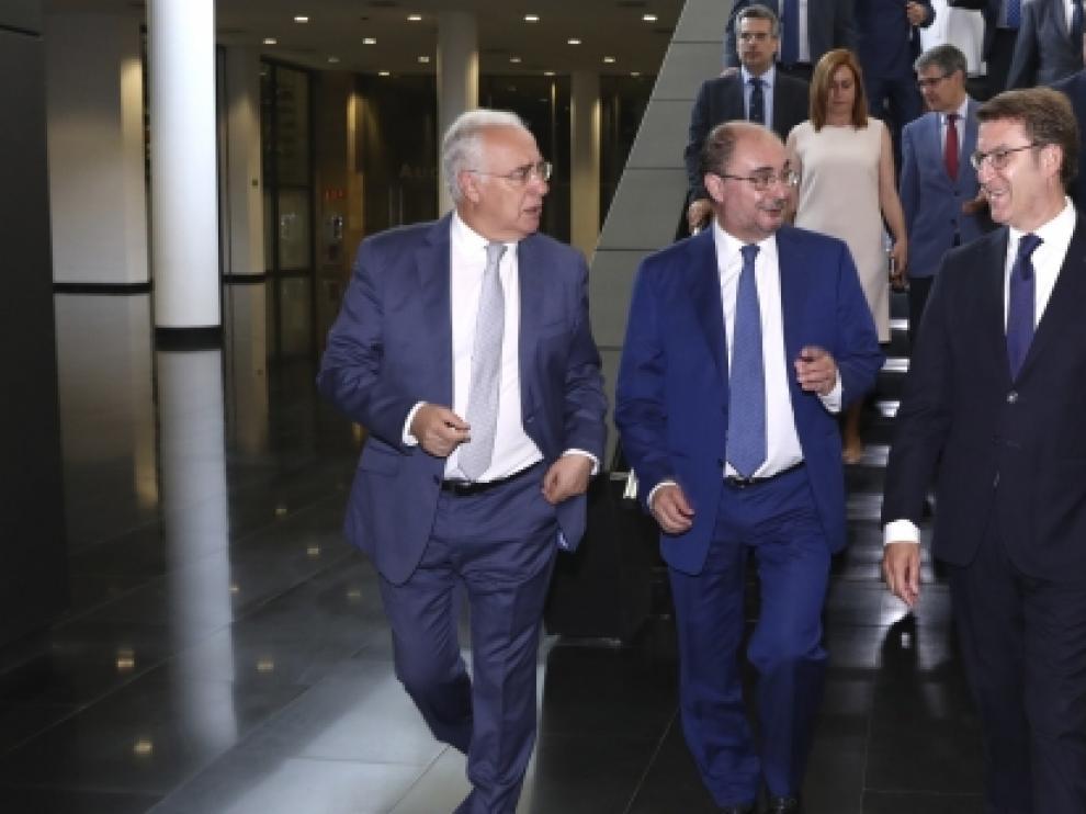 Los presidentes de La Rioja, Aragón y Galicia, José Ignacio Ceniceros, Javier Lambán y Alberto Núñez Feijóo, este martes, junto al vicepresidente del Europarlamento, Ramón Luis Valcárcel, en Logroño.