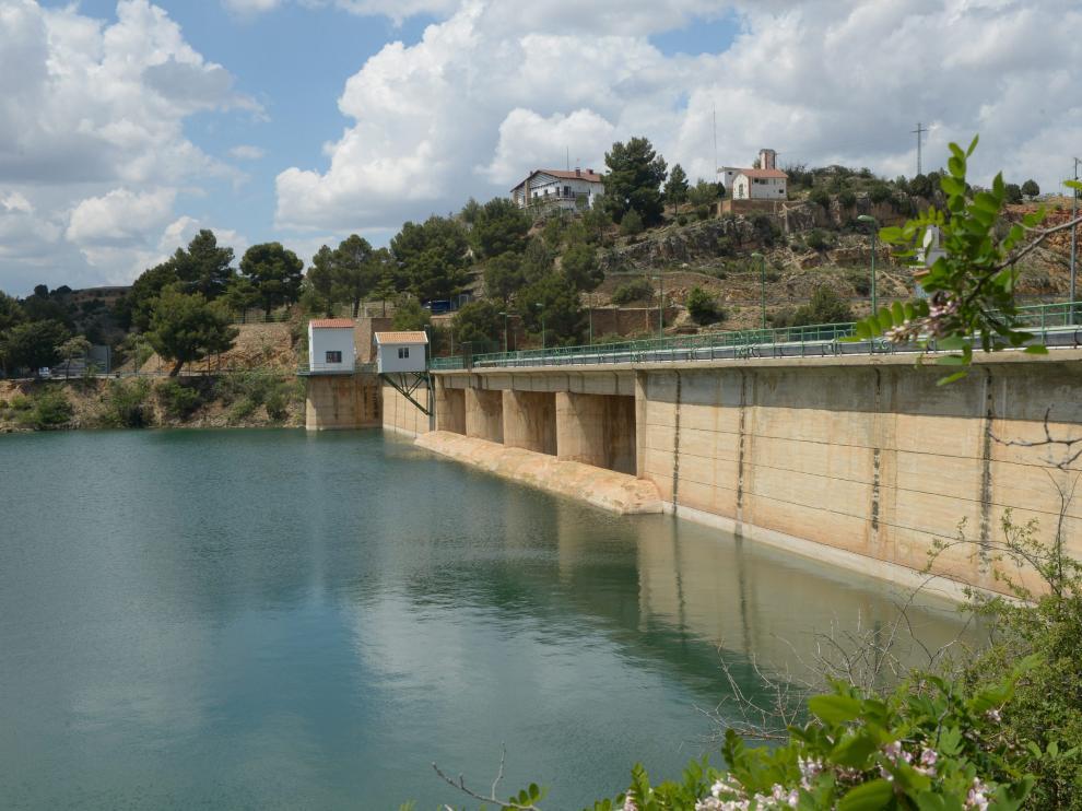 La presa del Arquillo, llena tras las lluvias acumuladas en los últimos cuatro meses.