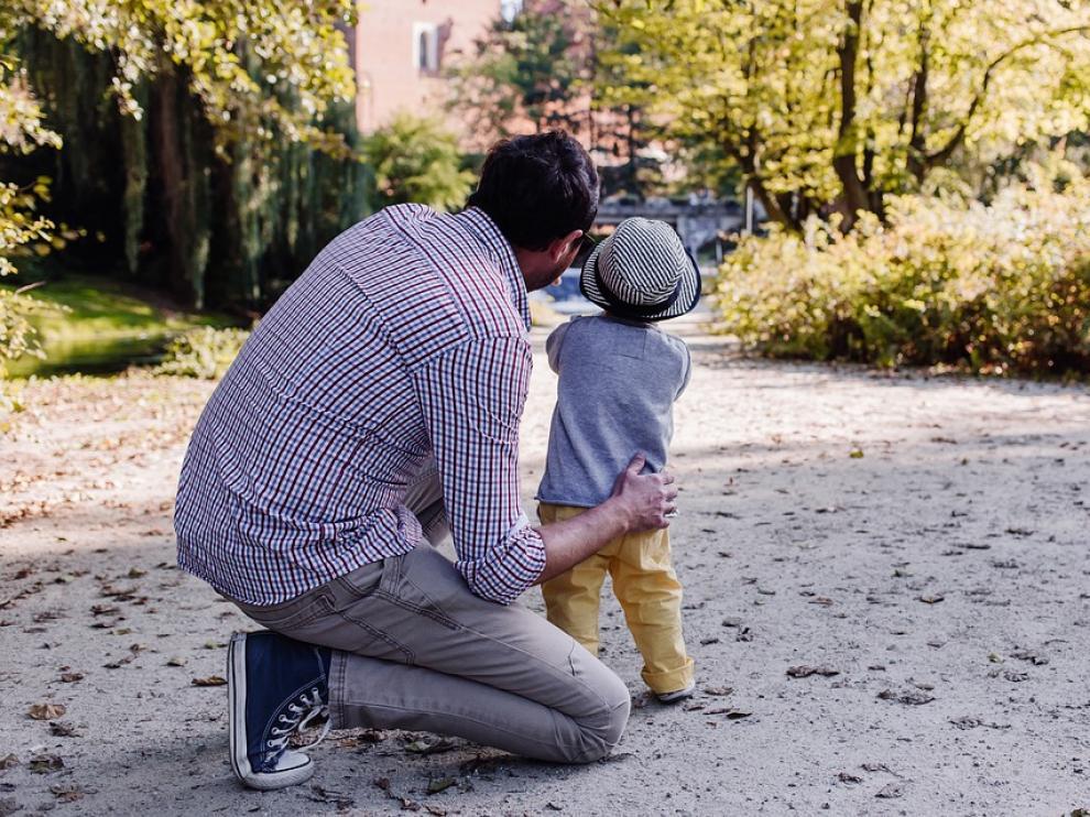 El Congreso da el primer paso para igualar los permisos de maternidad y paternidad