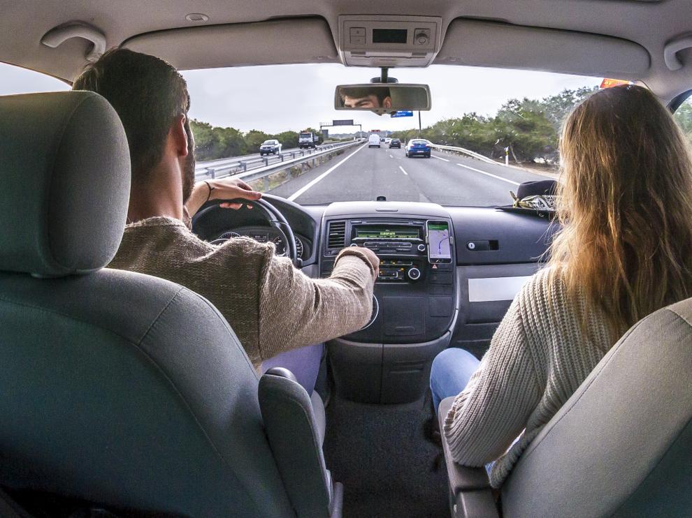 Existen 'apps' de servicio de alquiler de coches entre particulares para rentabilizar las horas que los vehículos no son utilizados.