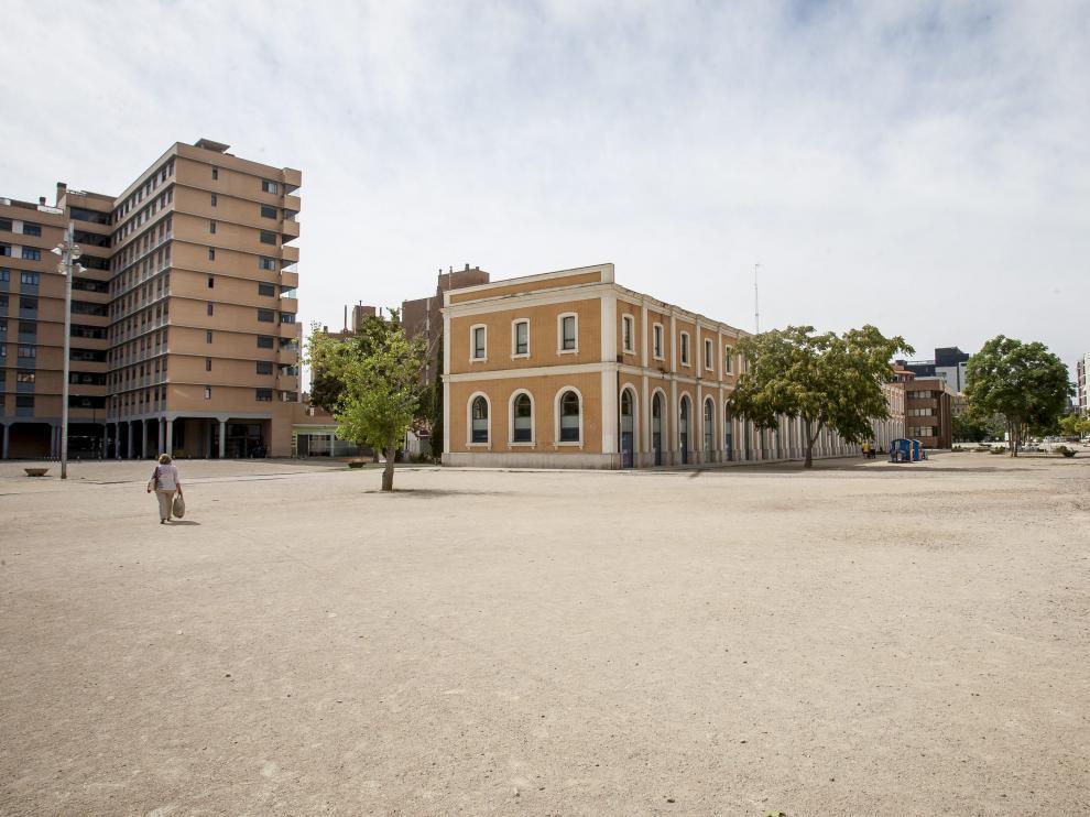Vista de la explanada de la Estación del Norte, donde el Ayuntamiento de Zaragoza quiere trasladar el rastro.