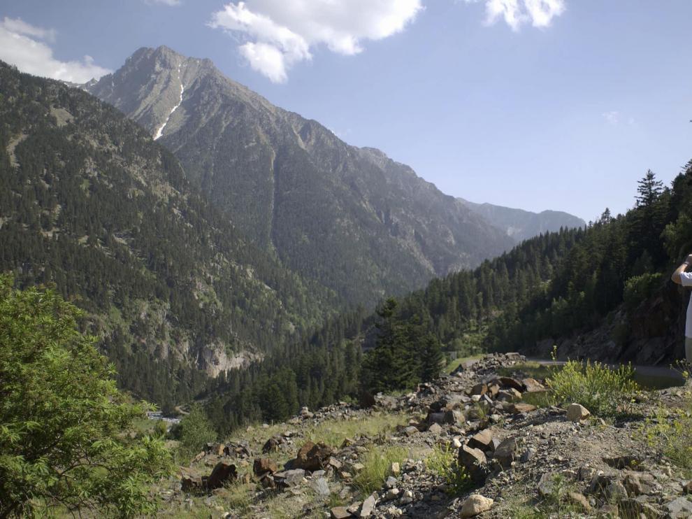 Profundos valles, elevados picos, ríos, prados, bosques... delante de los ojos
