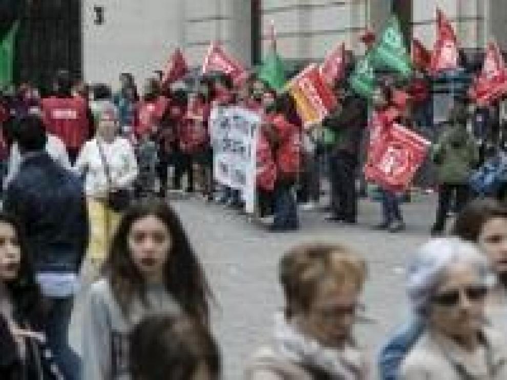 Protesta en mayo de los trabajadores de Inditex en Plaza de España para acelerar la negociación del convenio