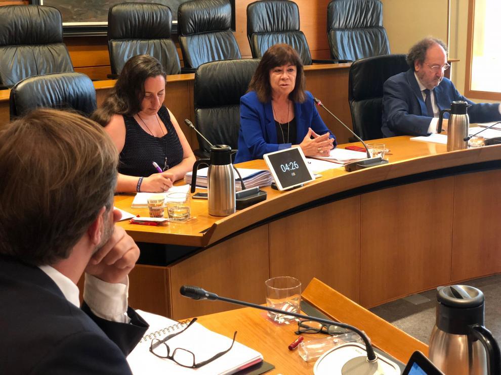 La exministra Cristina Narbona, este miércoles, en la comisión de investigación de las Cortes.