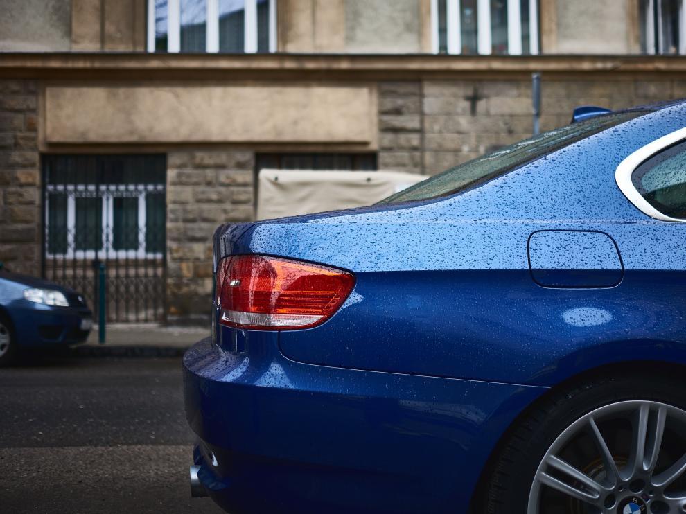 Es aconsejable no dejar durante demasiado tiempo el coche estacionado en la calle, ya que se puede estropear el motor.