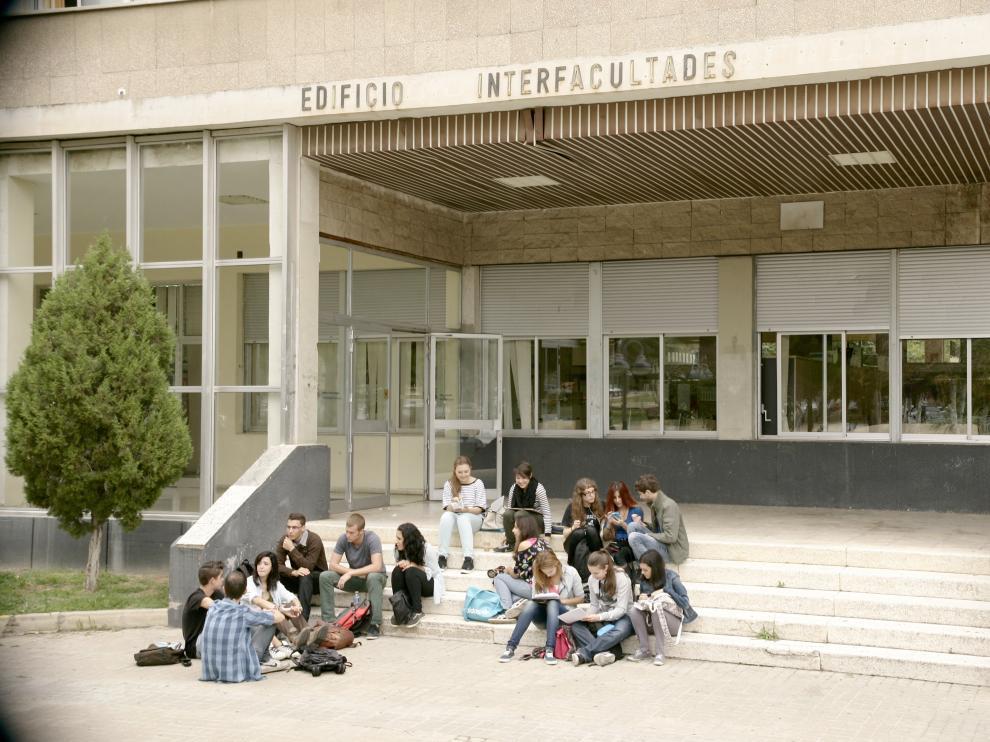 Un grupo de estudiantes en el campus de San Francisco
