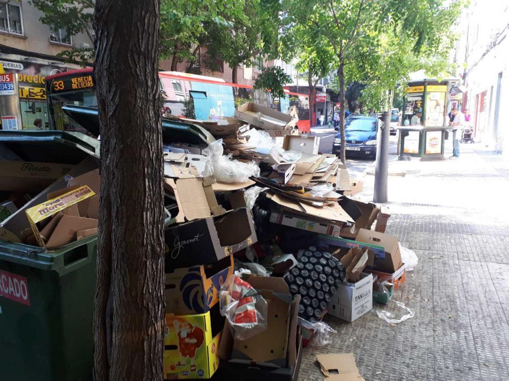 Suciedad en los contenedores de la avenida de América