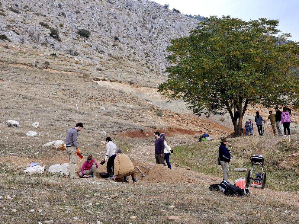 Búsqueda de enterramientos en fosas comunes en una localidad de Granada.