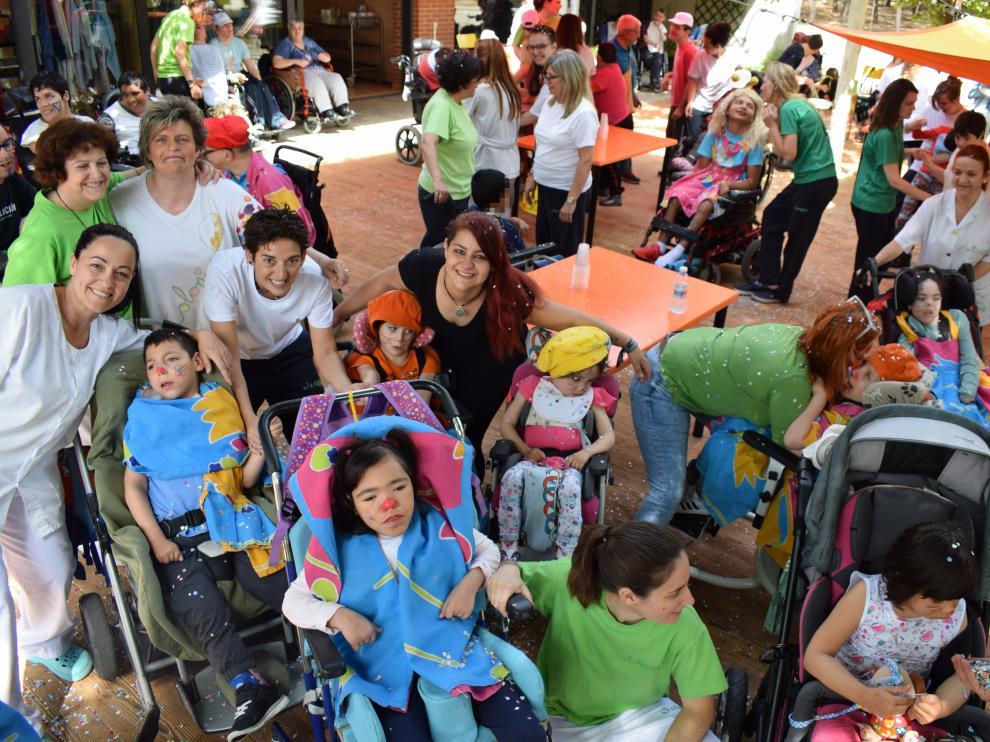 Decenas de personas disfrutaron de la fiesta de fin de curso de Aspace Zaragoza.