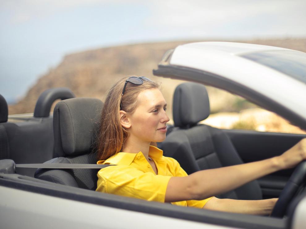 Aspectos como hidratarse y usar el aire acondicionado son fundamentales para viajar con mayor comodidad durante el verano.