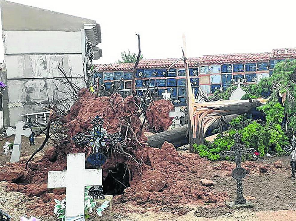 El cementerio de Longares sufrió daños.
