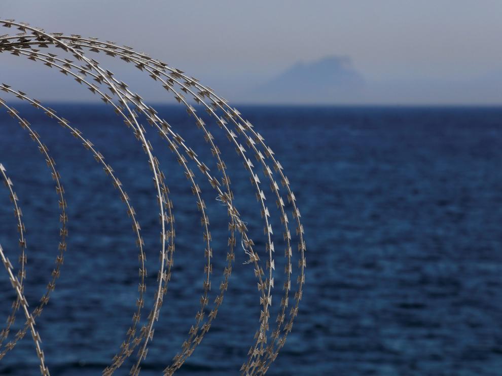 El puerto lleva meses reforzando sus vallados para evitar la entrada de indocumentados a las zonas de embarque restringidas.