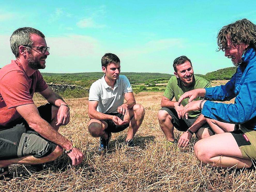 Los socios de la empresa Organic Managers, con el experto australiano Darren Doherty (de azul).