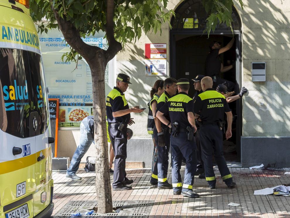 El crimen se produjo el 10 de abril de 2016 en este portal de la avenida de Conde de Aranda de Zaragoza.