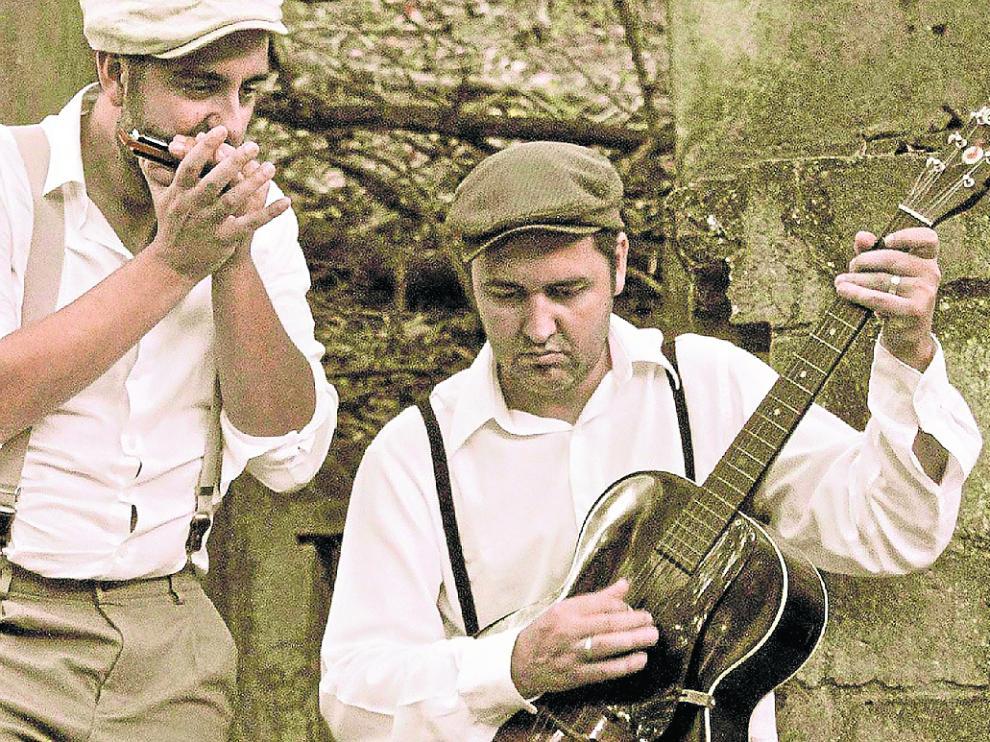 Santos Puertas (con la guitarra) toca hoy en El Corazón Verde.