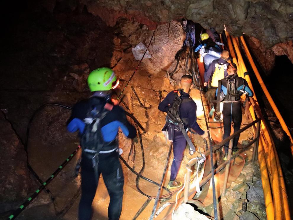 Operación de rescate de los niños y el entrenador atrapados en una cueva en Tailandia