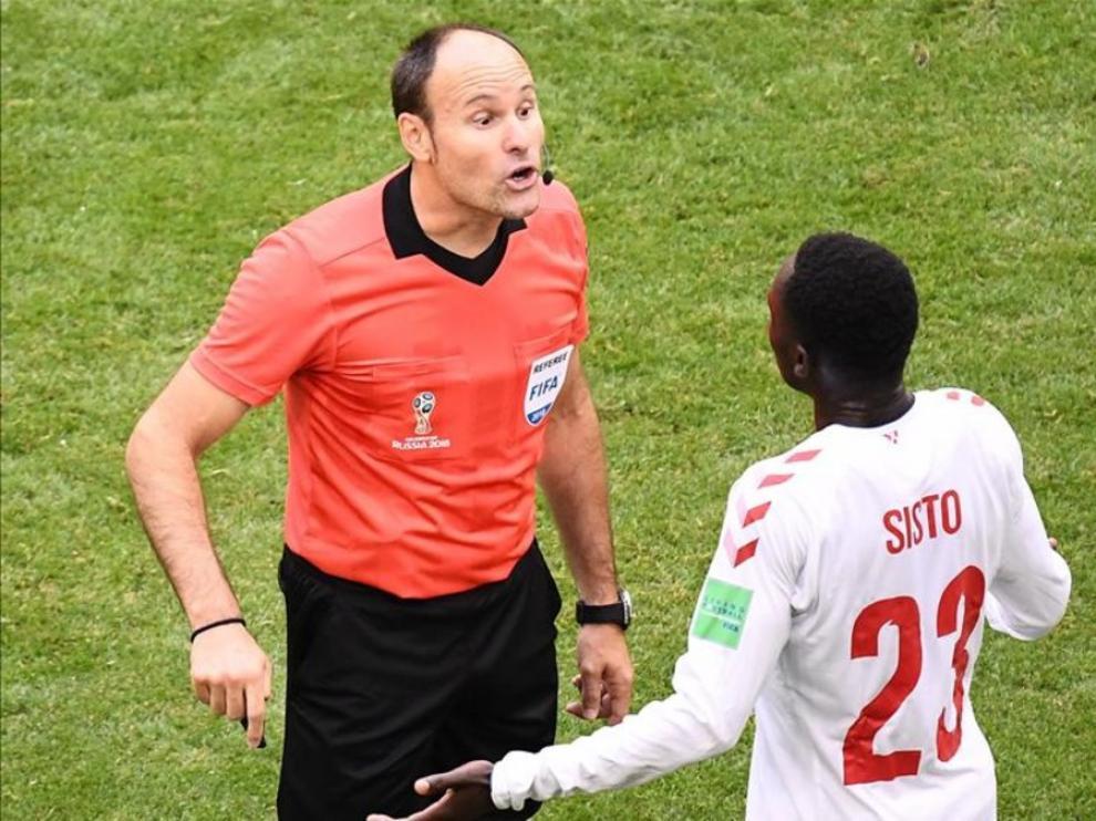 El árbitro español Mateu Lahoz, en el Mundial.