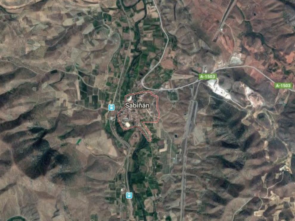 El fuego se ha producido en la zona del Chaparral por la caída de un rayo en una ladera donde la vegetación está seca.