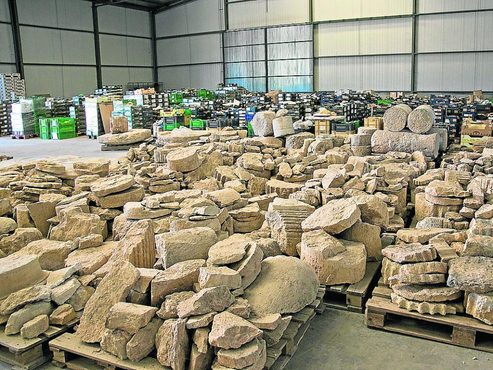Restos arqueológicos del yacimiento de Calatayud conservados en un almacén.