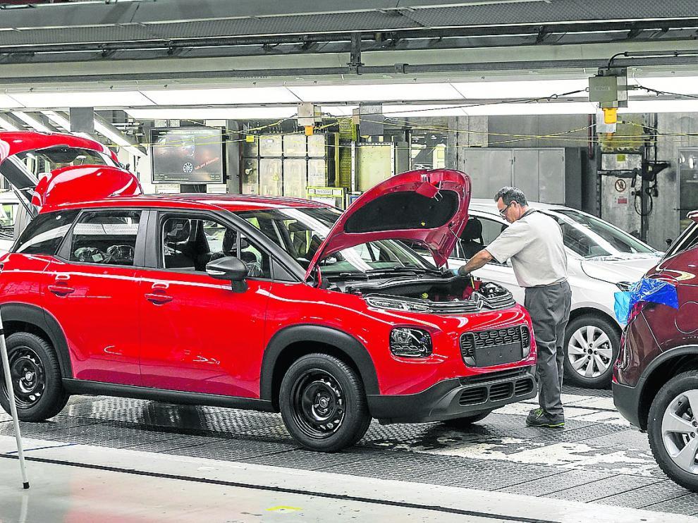 Un operario en las instalaciones de la factoría de Opel en Figueruelas, de diciembre de 2017.