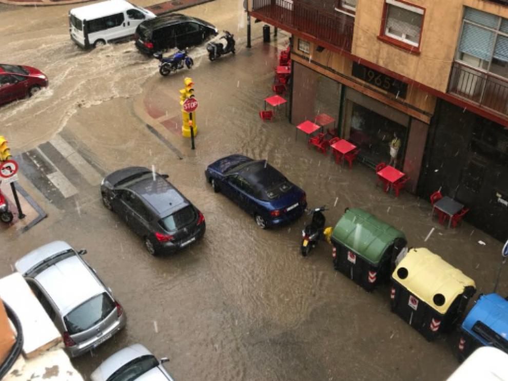 Imagen de la avenida de Madrid afectada este miércoles por la tormenta.