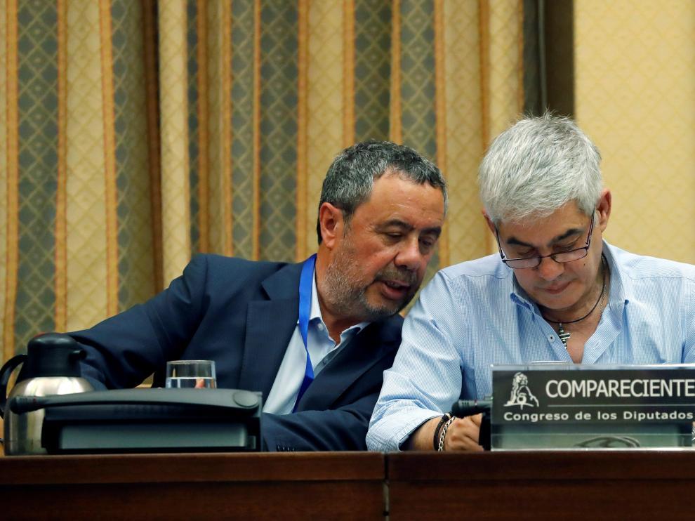 El abogado Manuel Prieto junto a su cliente, el maquinista Francisco José Garzón.