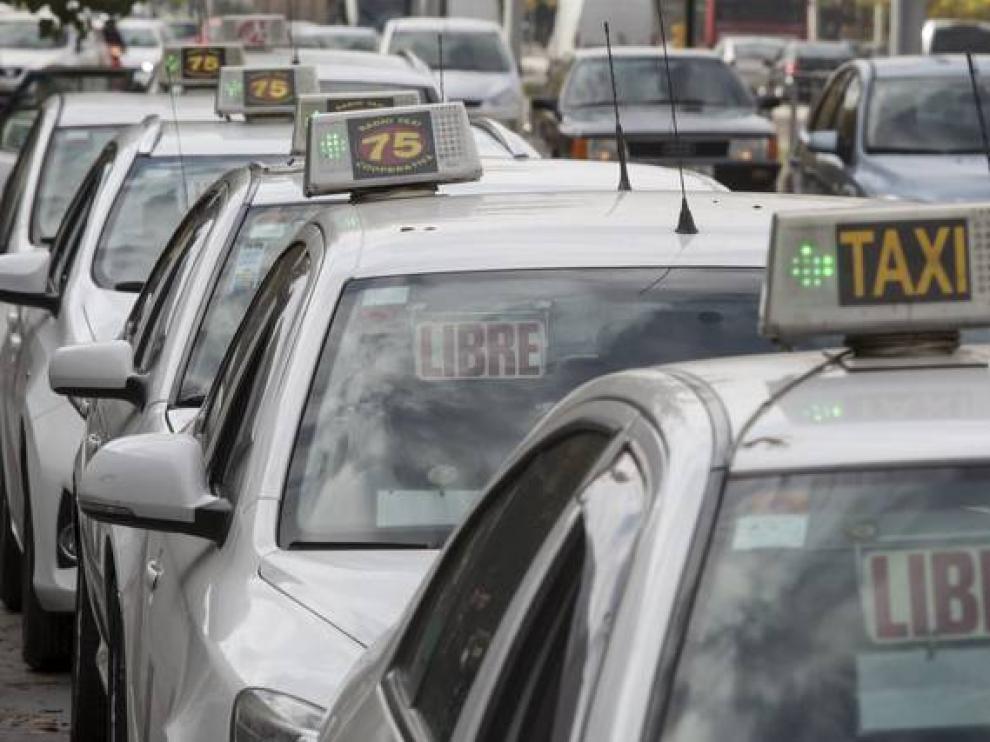 Los taxistas aragoneses temen que Uber y Cabify empiecen a operar en la Comunidad