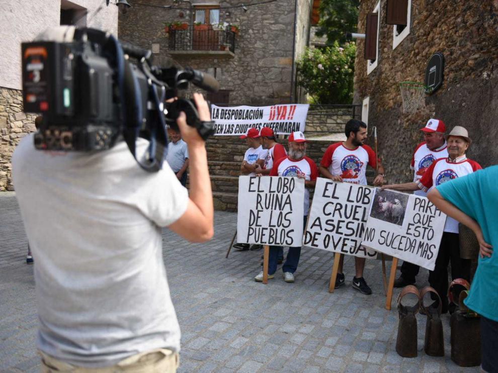 Manifestación en Castanesa contra los ataques del lobo