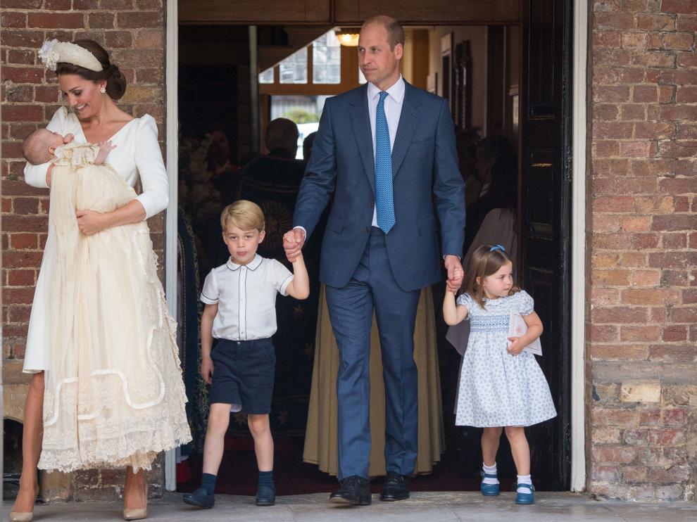 En el centro, el príncipe Jorge, primogénito de los duques de Cambridge.
