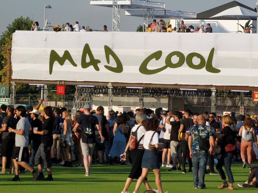 Miles de personas disfrutan del festival Mad Cool.