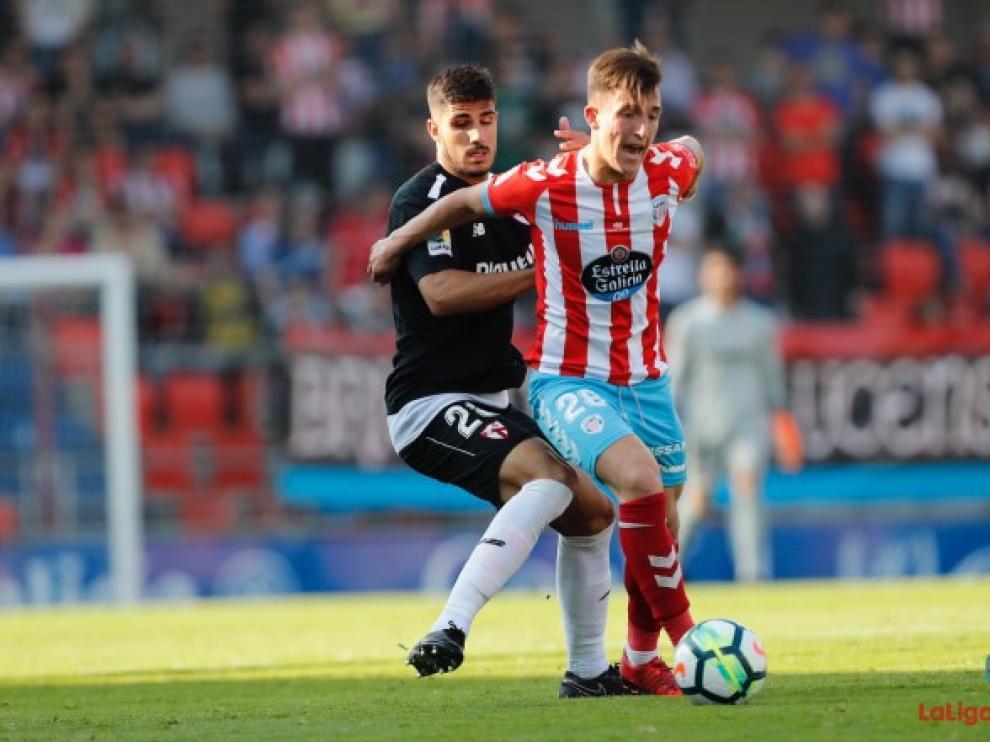El delantero Dani Escriche en un encuentro con el Lugo, en Segunda, la pasada campaña.