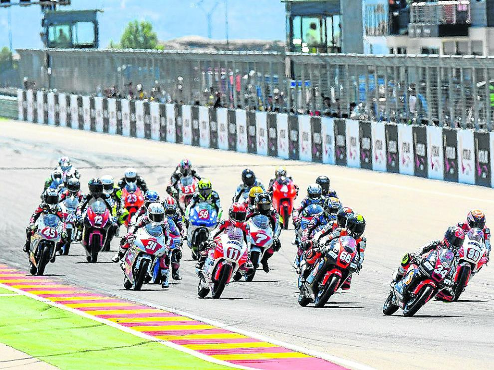 Salida de una de las carreras disputadas en el circuito aragonés.