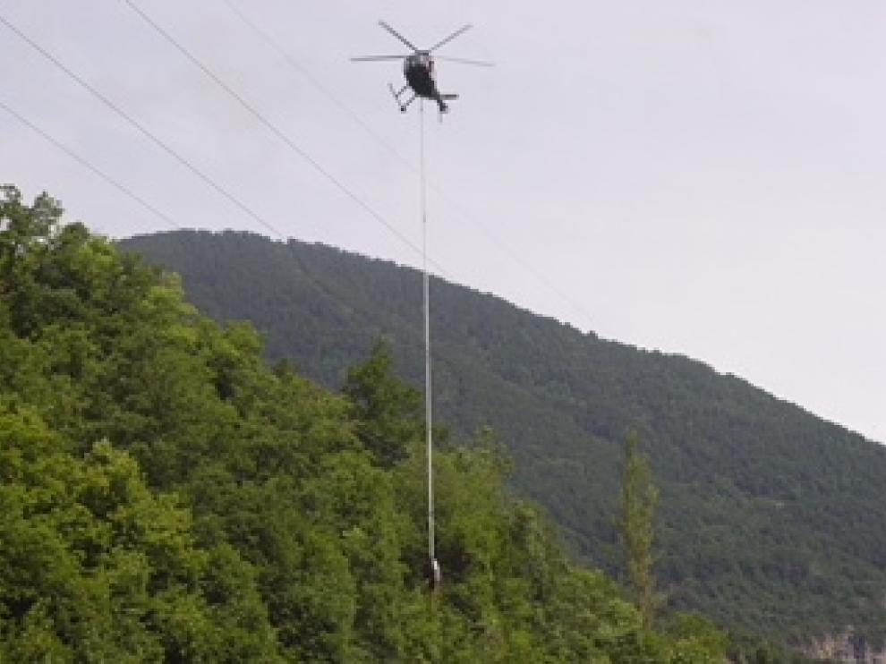 Labores de mantenimiento de la red eléctrica de Endesa en Aragón