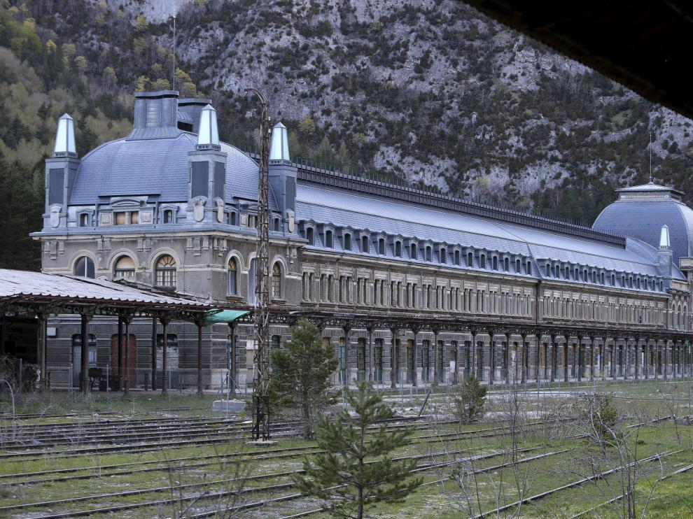 La estación internacional de Canfranc cumple 90 años en un momento crucial para su futuro.