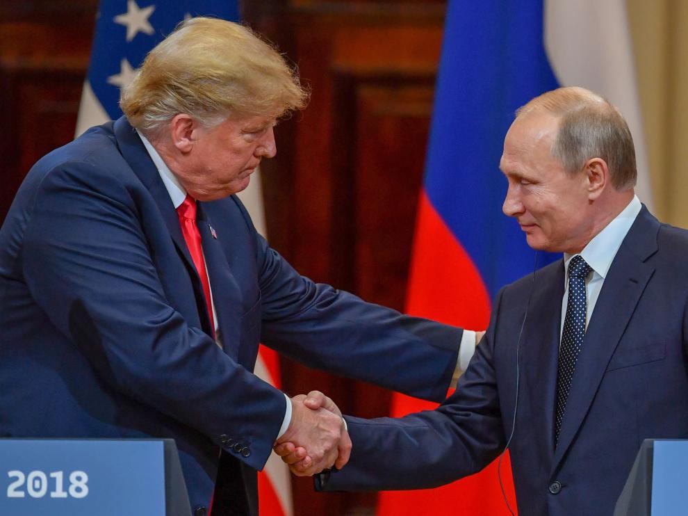 Donald Trump y Vladimir Putin, ante los medios de comunicación.