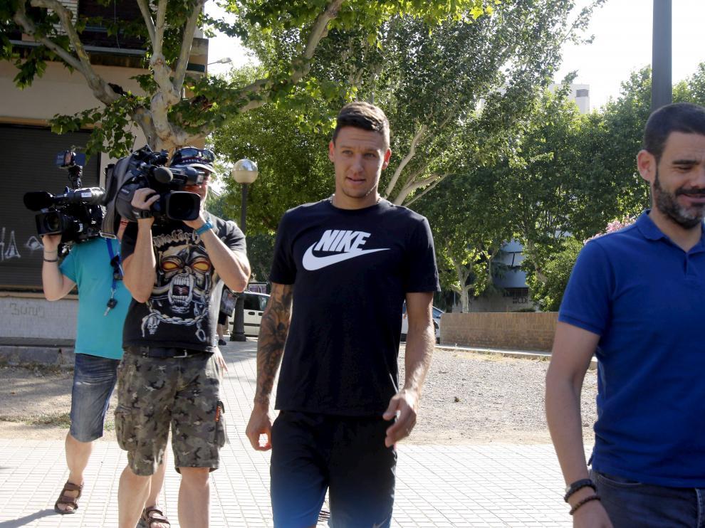 Damián Musto, acompañado del secretario técnico Ramón Tejada, ya está en Huesca esperando la llegada del resto del equipo desde Benasque.