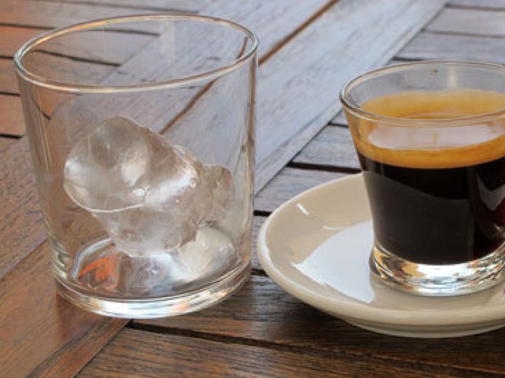 El café y la peineta