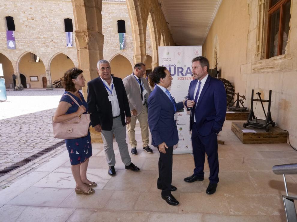 José Luis Soro y Salvador Arenere, en el castillo de Mora de Rubielos durante el congreso.