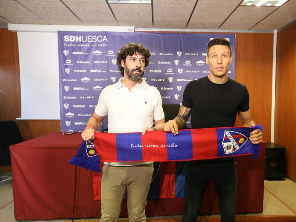 Emilio Vega ha presentado este mediodía al centrocampista argentino Damián Musto.