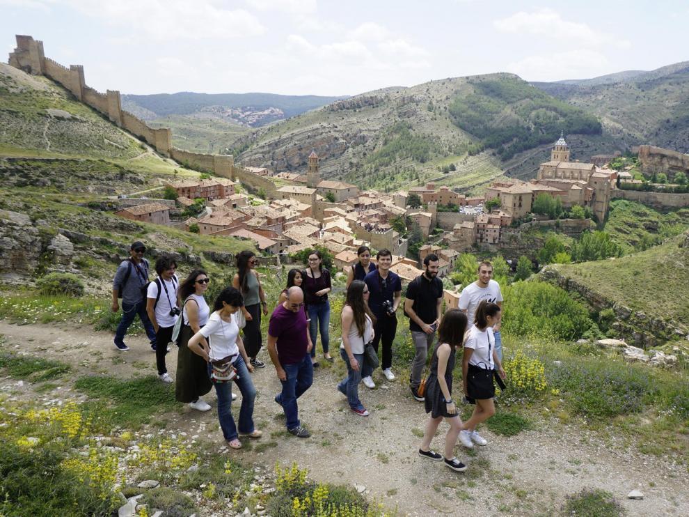Un grupo de visitantes, alumnos de un máster de patrimonio, en una reciente estancia en Albarracín.
