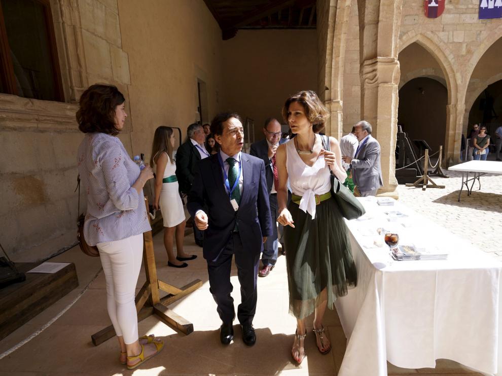 La secretaria de Estado de Turismo, Isabel Oliver, a su llegada al congreso.