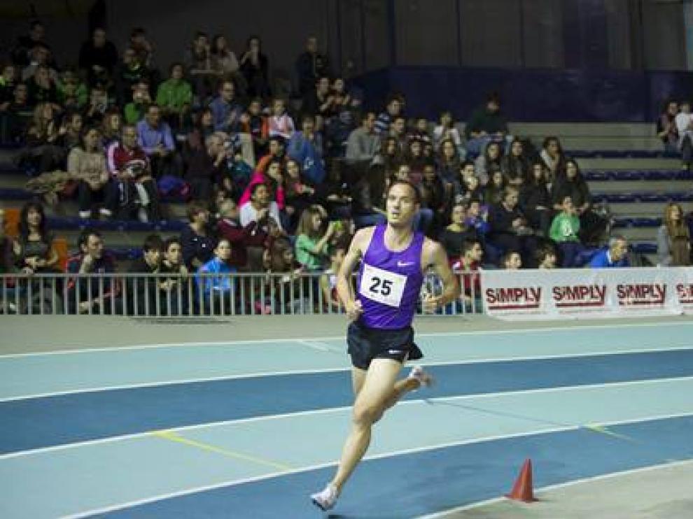 Toni Abadía, durante el Trofeo Ibercaja-Ciudad de Zaragoza en pista cubierta
