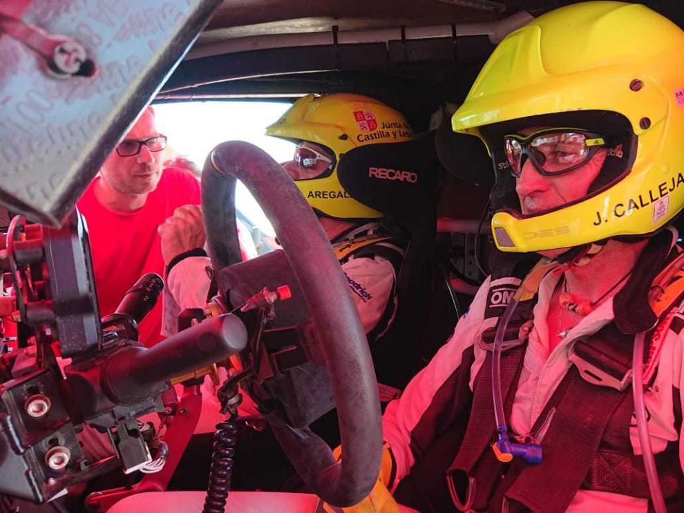 Calleja, montado en su coche durante la edición 2017 de la Baja Aragón