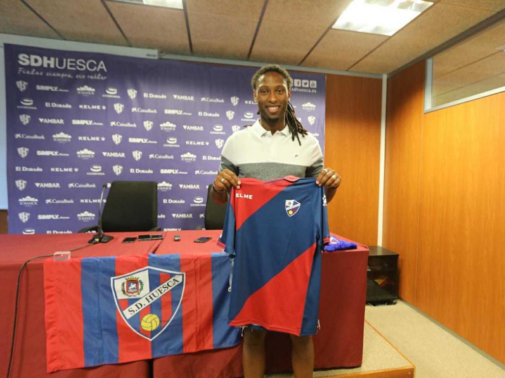 Presentación del jugador de la SD Huesca Rúben Semedo