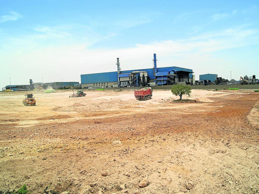 Trabajos de movimiento de tierras en el polígono donde ya están instaladas Mefragsa y Recobat.