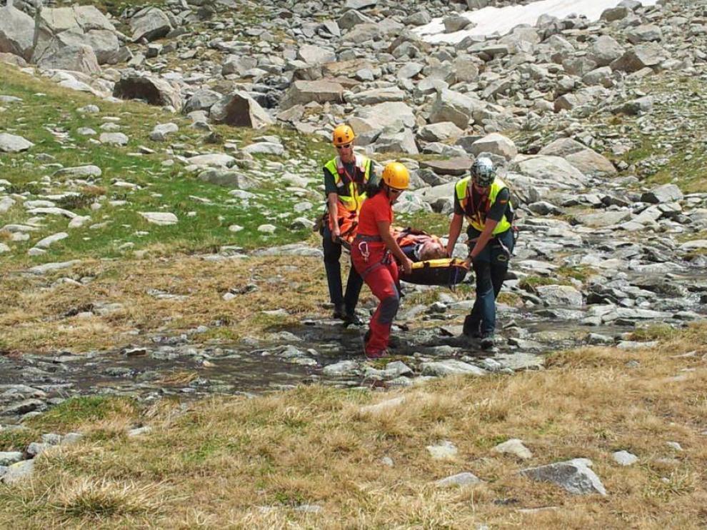 Imagen de archivo del rescate de un montañero en el Pirineo aragonés.