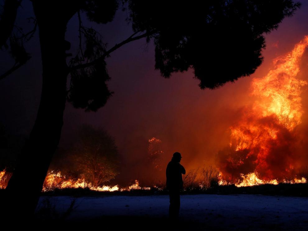 Varios de los fuegos se han declarado cerca de Atenas.